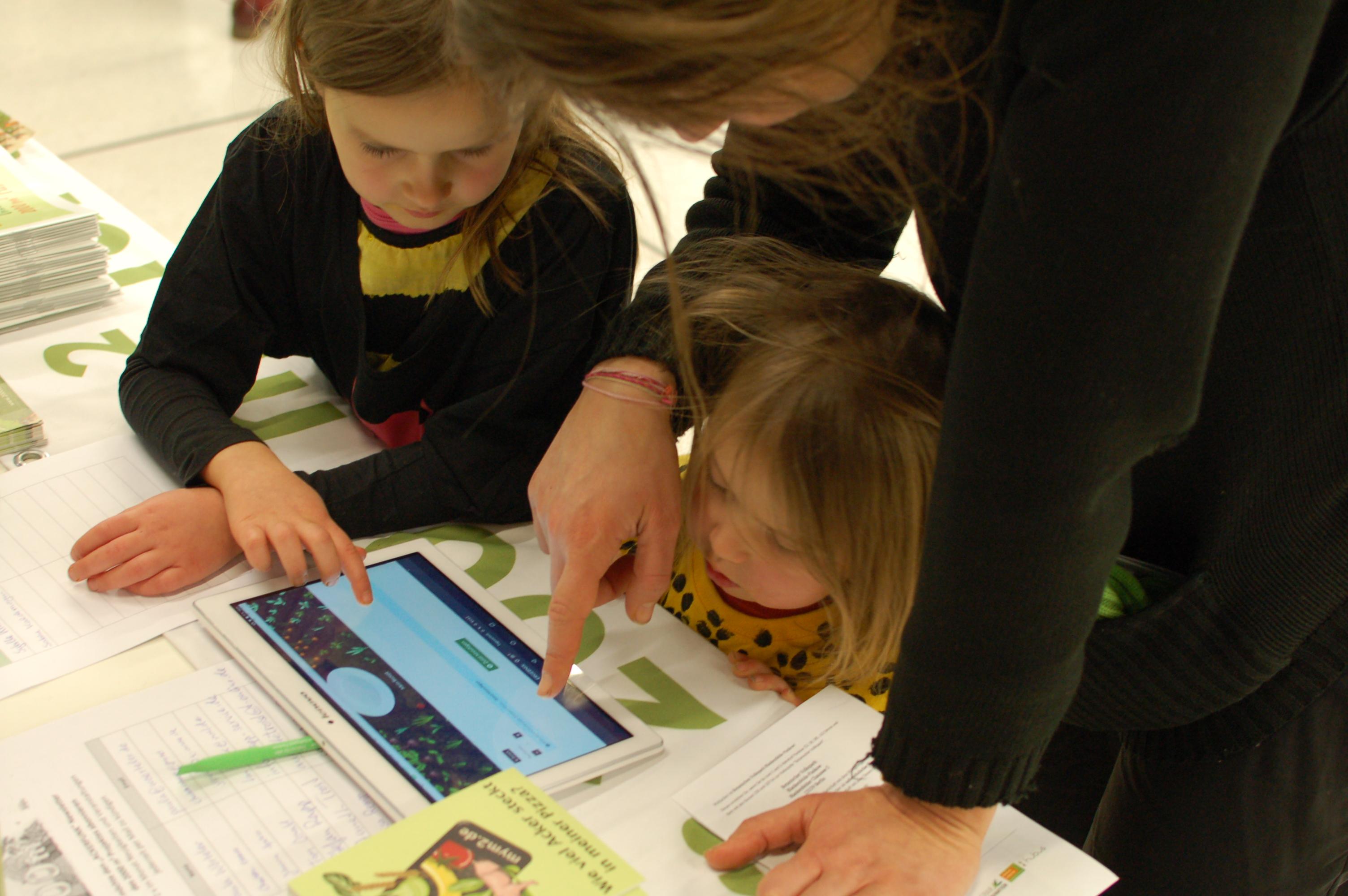 Kinder probieren unseren Flächenrechner aus