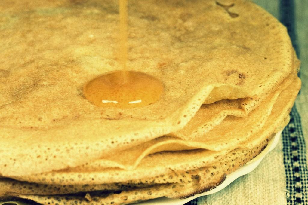 Honig und Pfannkuchen