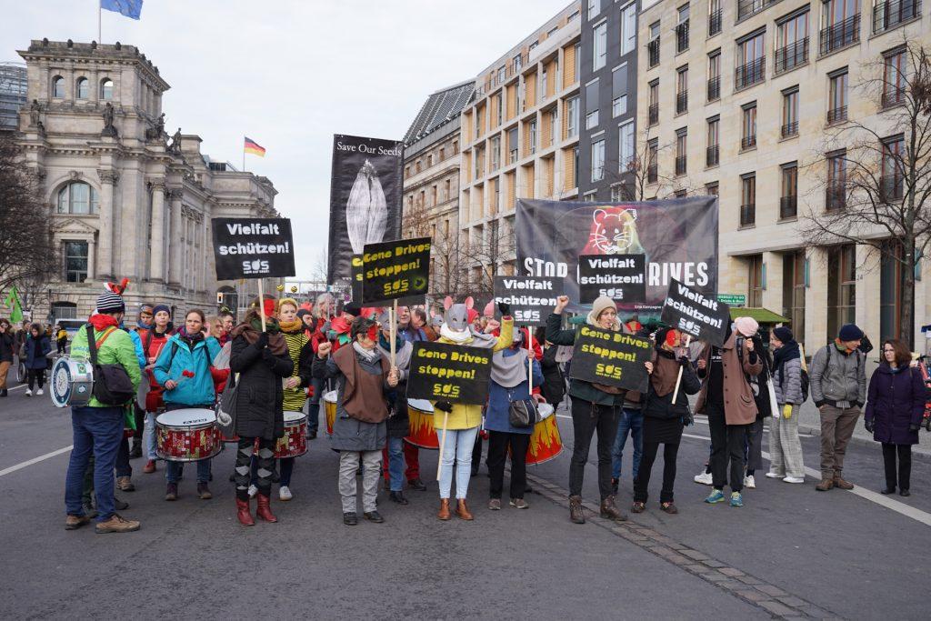 2000m2-Weltacker-Team auf der Wir-haben-es-satt-Demonstration in Berlin gegen Gene Drives