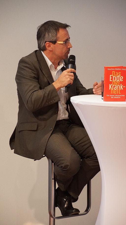 Joachim_Müller-Jung_bespricht_Das_Ende_der_Krankheit_auf_der_Frankfurter_Buchmesse_2014