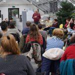 Weltacker-Gärtner Gerd Carlsson und die Workshop-Teilnehmer*innen im Gespräch